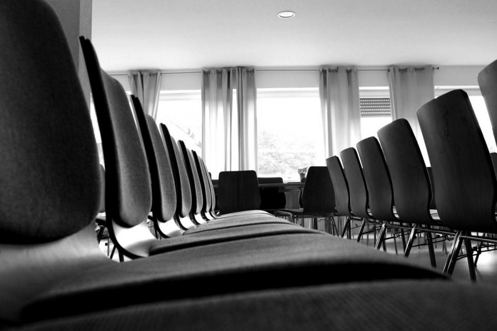 chairs-380318_1920-blackwhite