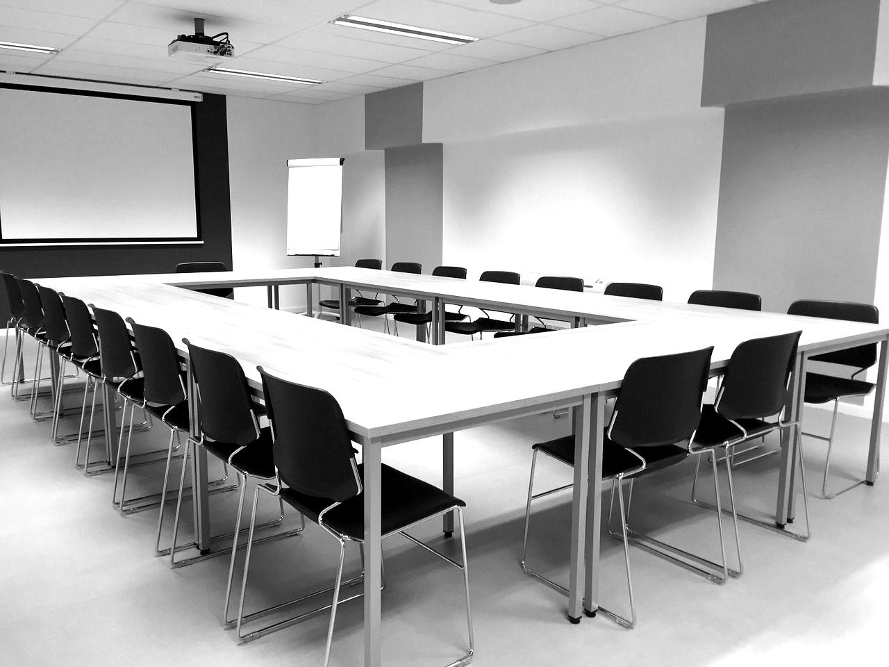 meeting-1177454_1280-blackwhite